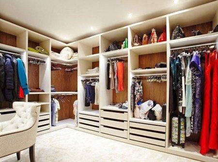 Современные гардеробные комнаты: чем они удобнее обыкновенных платяных шкафов?